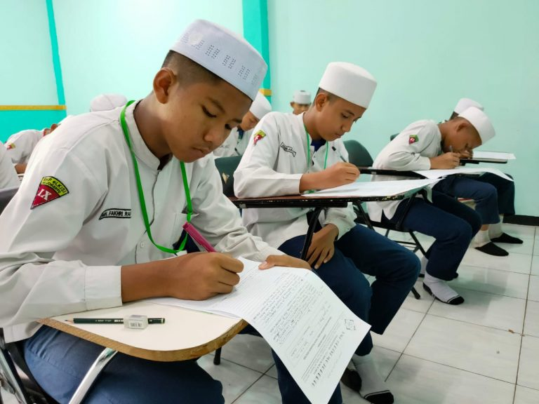 Ujian Tulis Dimulai, Ujian Tahap Akhir untuk Santri eLKISI
