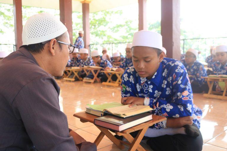 Guru dan Parang KH Imam Zarkasyi