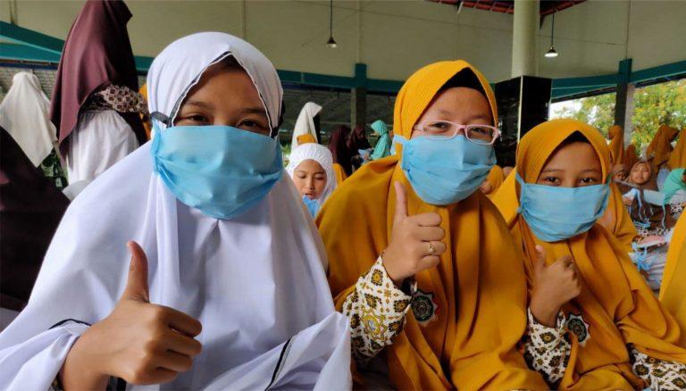 Dari Ummat untuk Ummat, 3600 Masker untuk Santri eLKISI